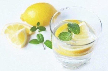 benefits of lemon water glass