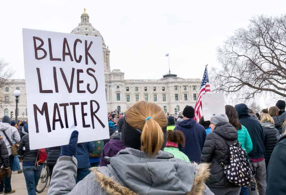 As a White Person, Here Are 3 Things We Can Do to Support Justice For Black People