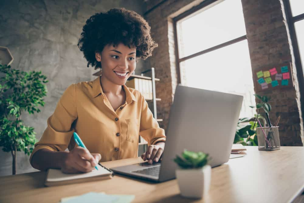 Best Side Hustles For Writers Looking to Make Extra Money Quickly
